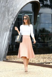 saia midi rosa com blusa branca