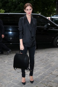 emma watson de look all black