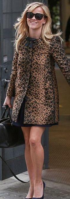 Reese Witherspoon casaco de oncinha para baixinhas