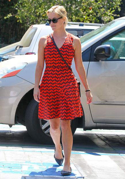 Reese Witherspoon vestido em A ladylike para baixinhas