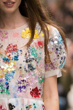 blusa de lantejoulas coloridas