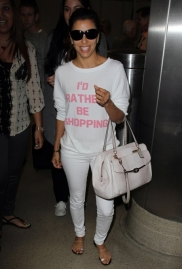T-Shirt com frases e calça branca