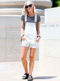jardineira curta jeans branco