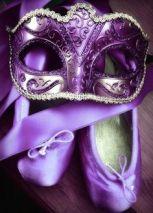 sapatilha e mascara roxas