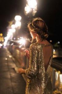vestido de lantejoulas douradas