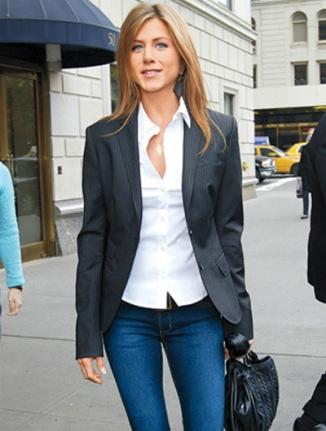 Camisa branca + jeans + blazer