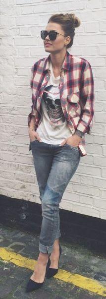camiseta com jeans e camisa xadrez