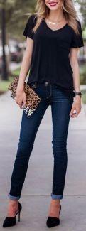 camiseta com jeans e scarpin