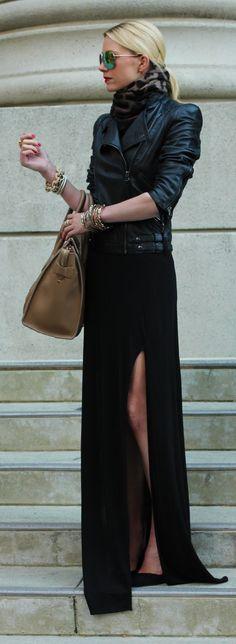 jaqueta de couro e saia longa