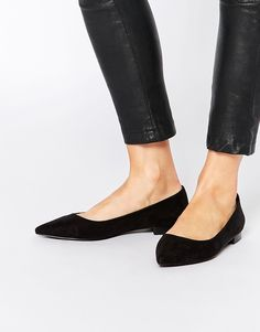 calça cigarrete com sapatilha preta