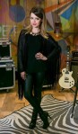 look do dia – sandy – all black – look das famosas – franjas – botas – looks de inverno – superstar – cabelos de princesa – luc