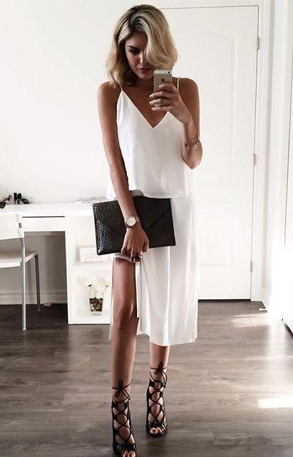 slip dress branco com sandalia preta