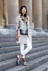 trenchcoat e oxford prata