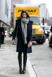 casaco bota e cachecol