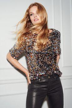 blusa de paetes com calça de couro