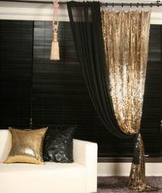 cortina e almofada de paetes
