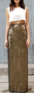 saia longa de paetes dourada com top cropped