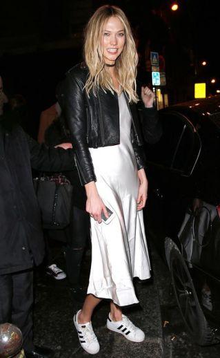 Slip dress com jaqueta de couro