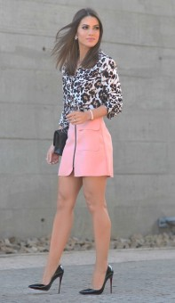 carpin preto + saia rosa + animal print