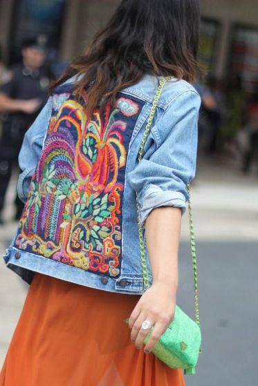 jaqueta-jeans-bordada-psicodelica