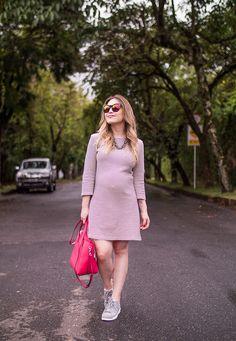 Vestido rosa liso + tênis