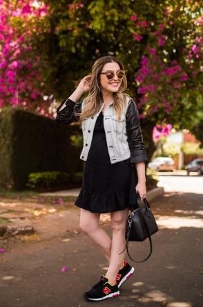 Vestido preto liso + tênis de corrida
