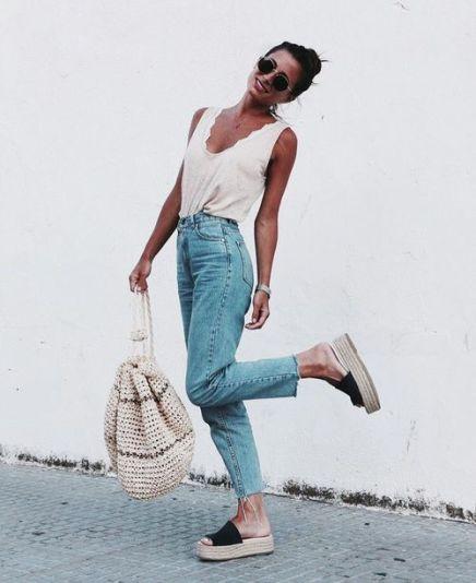 jeans cintura alta com regata e espadrille
