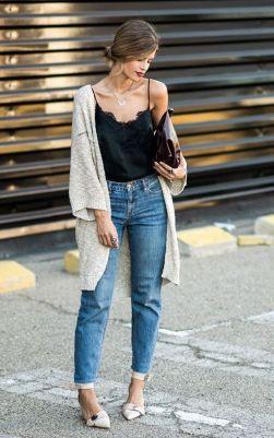 mom jeans com alcinha e cardigan