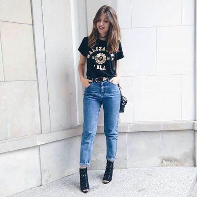 mom jeans com camiseta