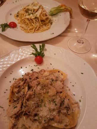 Tonnarelli Lacio pepe e Fiori di Zucca, Tortelloni con funchi Porcini e tartufo