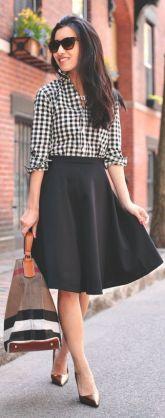 camisa vichy com saia midi preta